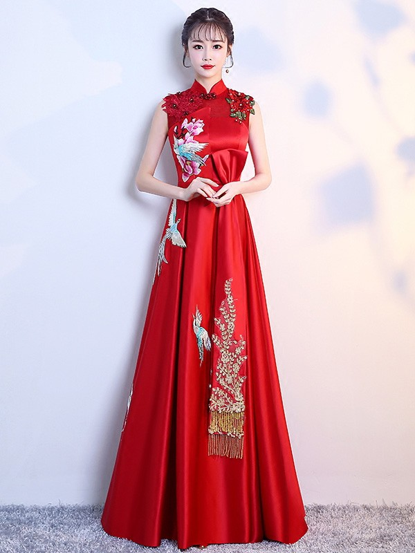 f4f70a6800d Red Embroidered Maternity Brides Qipao   Cheongsam Wedding Gown. Loading  zoom